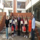Entrega del Premio Consumóplis 13 por D. Manuel Tordera. Agradecer la presencia del alcalde de Quintanar y el Coordinador de Consumo.